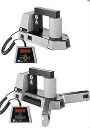 Портативный промышленный индукционный нагреватель SKF TIH 030m объединяет в себе большую мощность и малые размеры.